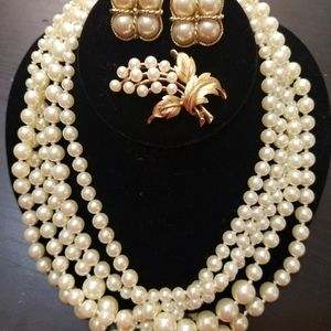 Pearl neclace,earrings and pin